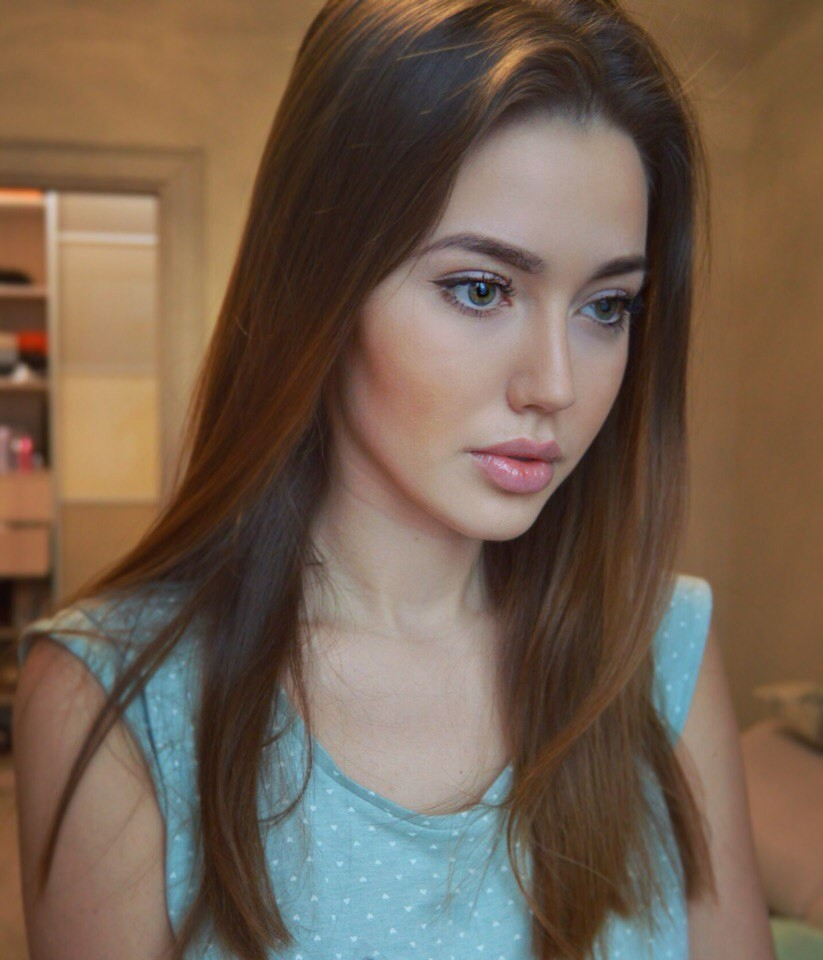 Девушка Тарасова родила в 15 и записала ребенка на мать