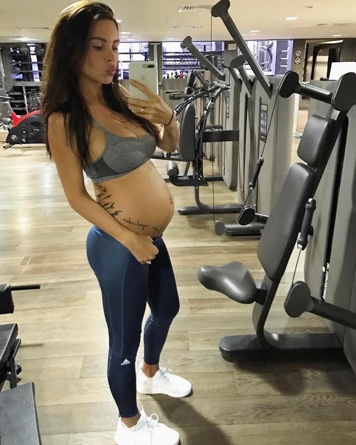 Модель Оксана Самойлова реализует план «фитоняшка-беременяшка»
