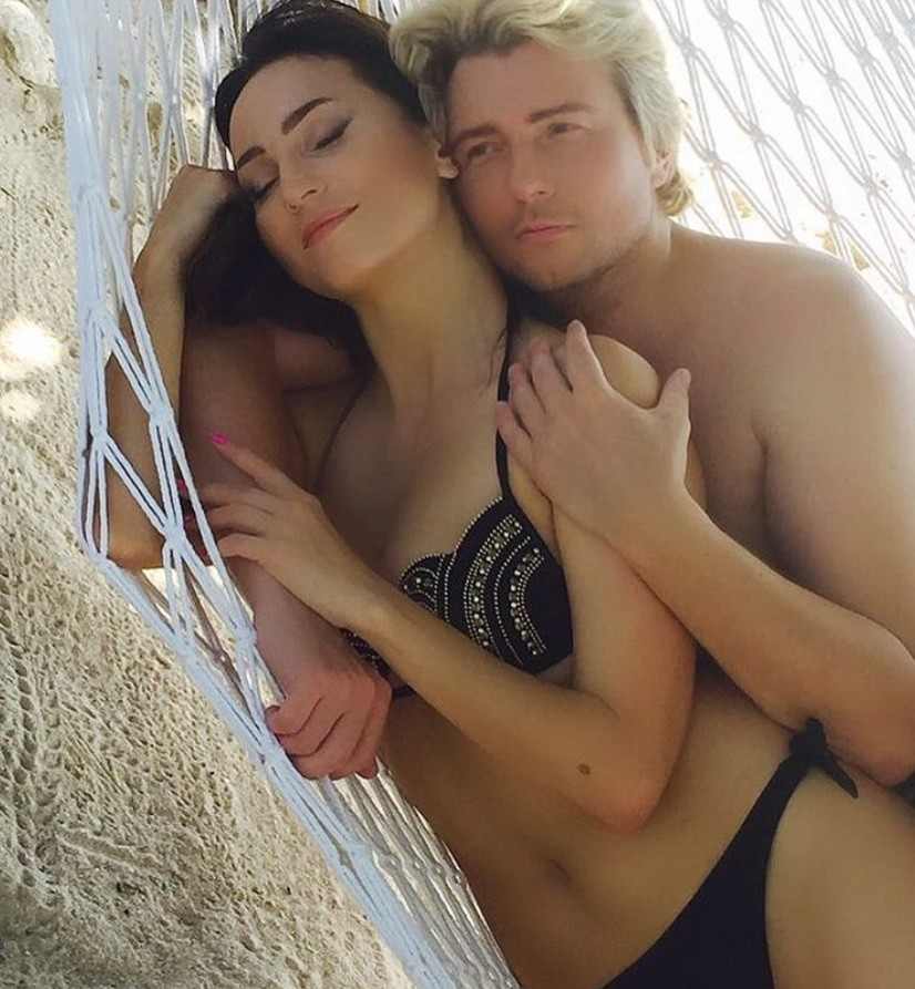 Возлюбленная Николая Баскова выложила интимное фото