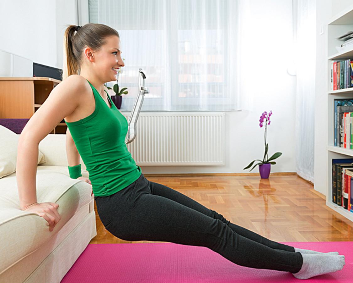Готовимся к лету: 4 упражнения для бицепсов, трицепсов и мышц живота
