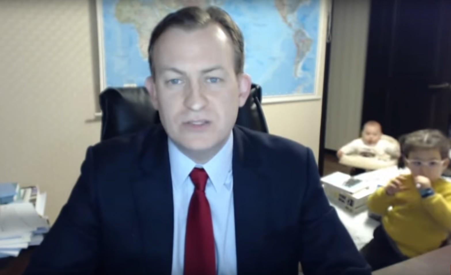 Упс! Прямой эфир Би-би-си прервали неожиданные гости в кадре (видео)