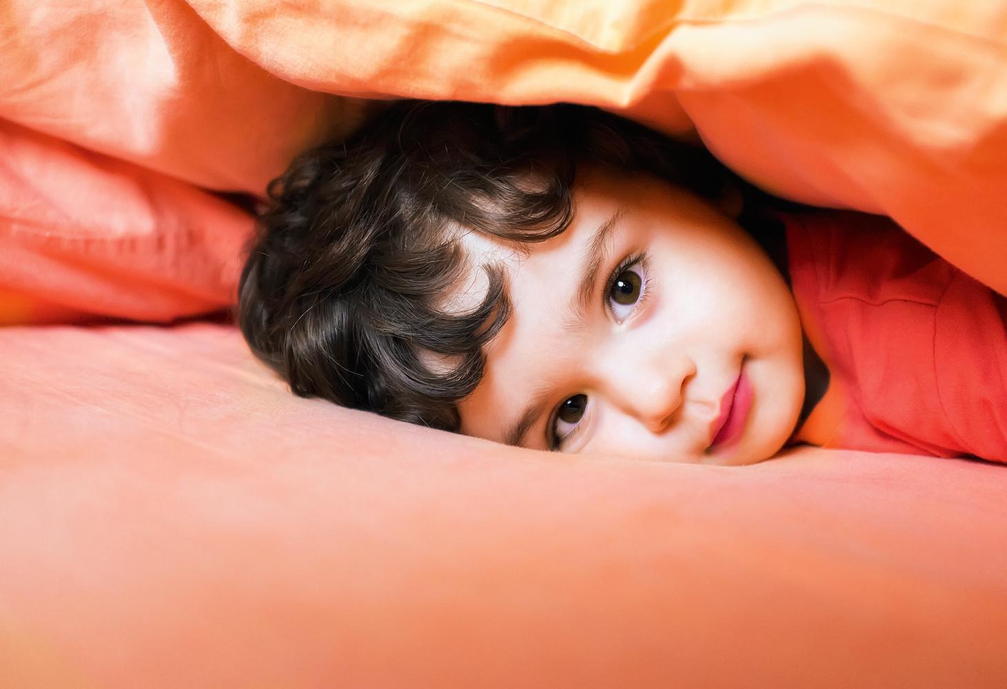 Сколько должен спать ребенок ночью: данные по месяцам