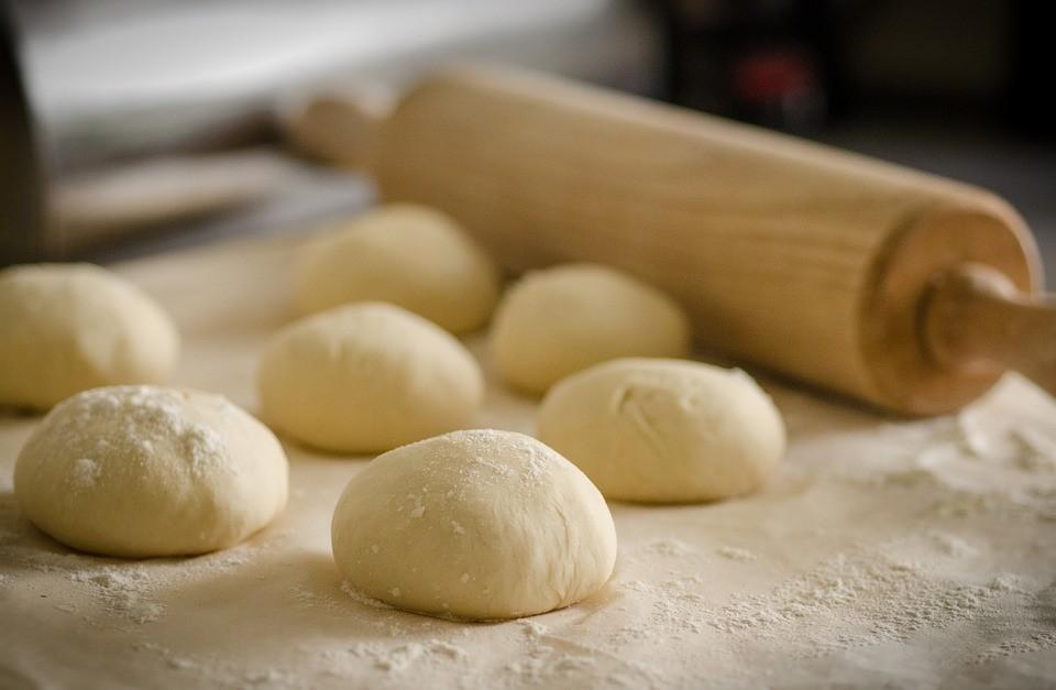 Как приготовить тесто для пирожков: проверенные способы