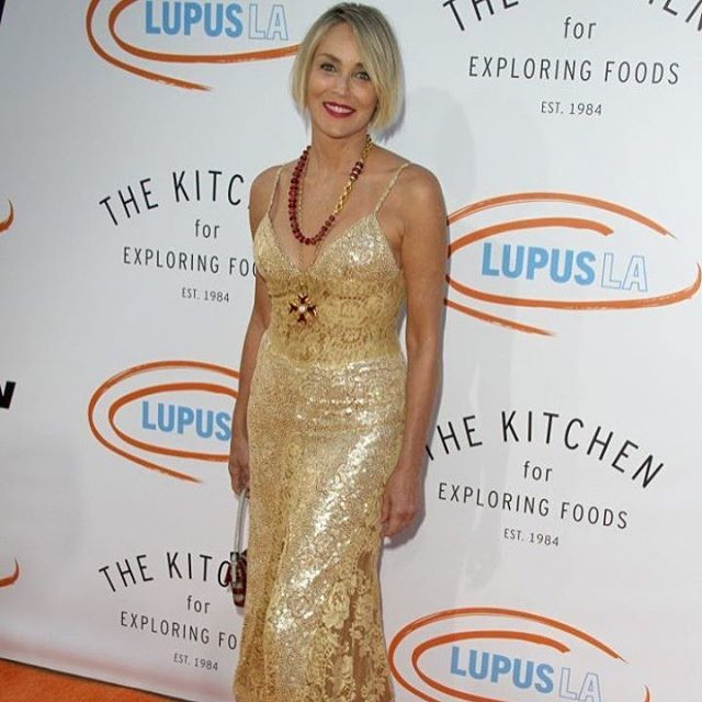 59-летняя Шэрон Стоун восхитила фигурой в полупрозрачном платье