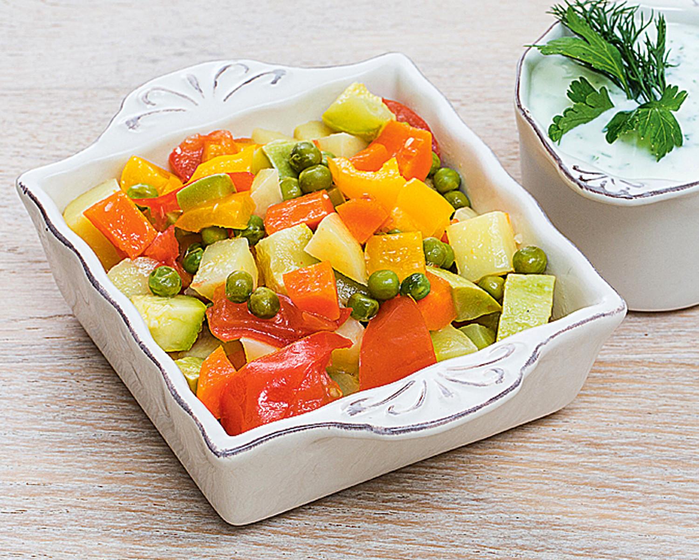 Легкий салат с луком-пореем (фото)