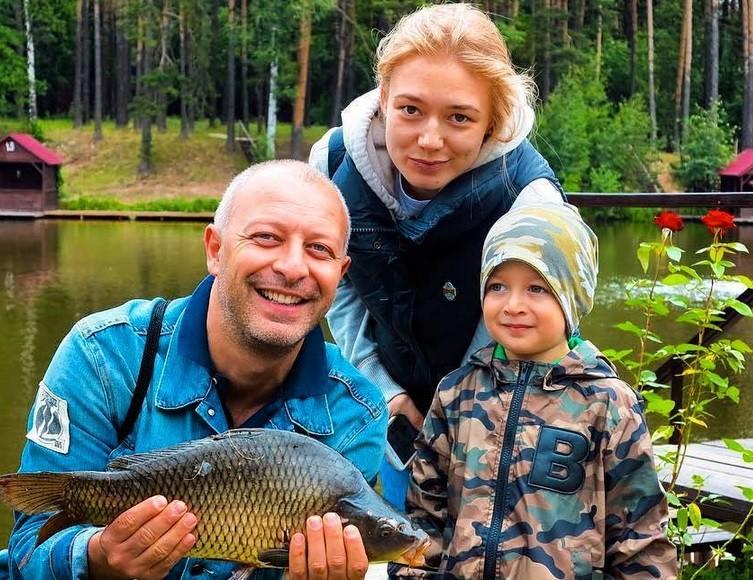 Оксана Акиньшина будет выплачивать гигантскую сумму за школу сына