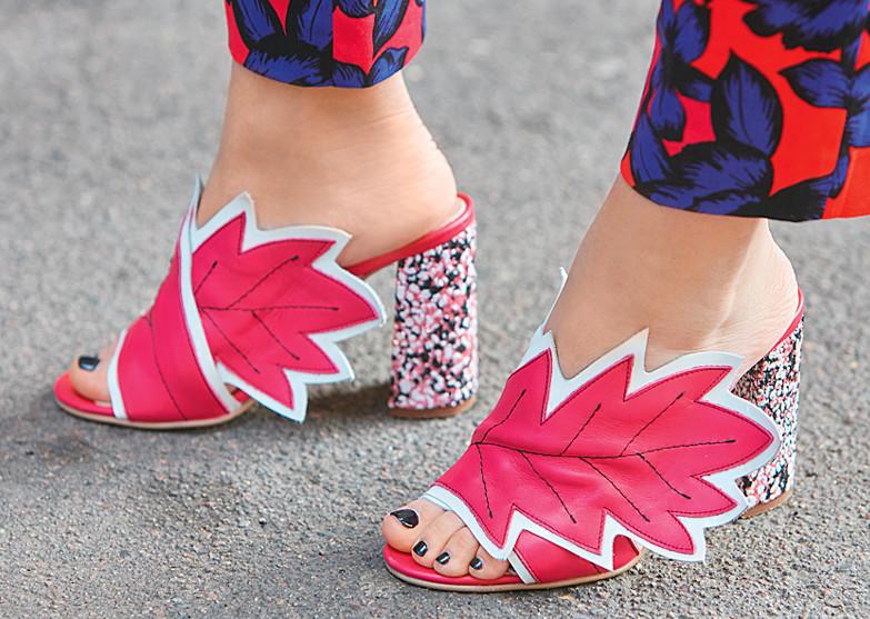 Мюли: с чем носить туфли без задника