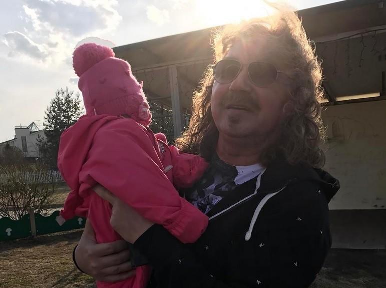 Игорь Николаев показал подросшую младшую дочь (видео)