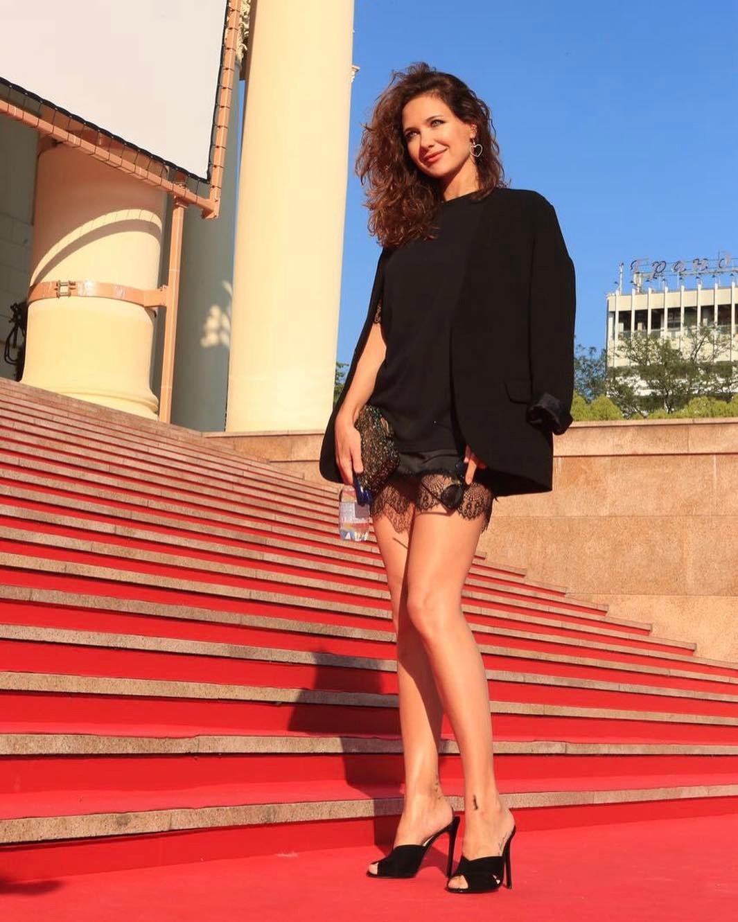 Екатерина Климова похвасталась шикарными ногами на «Кинотавре»