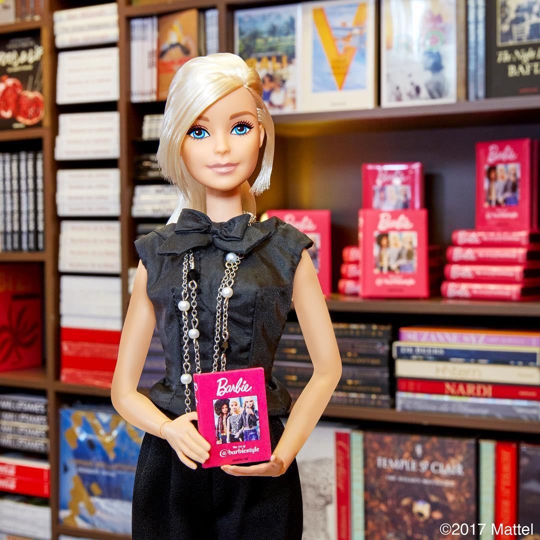 Появилась книга о стиле Барби