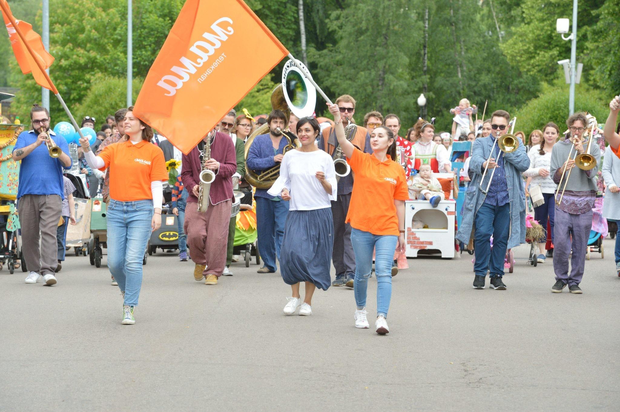 В Москве в Парке горького состоялся парад колясок