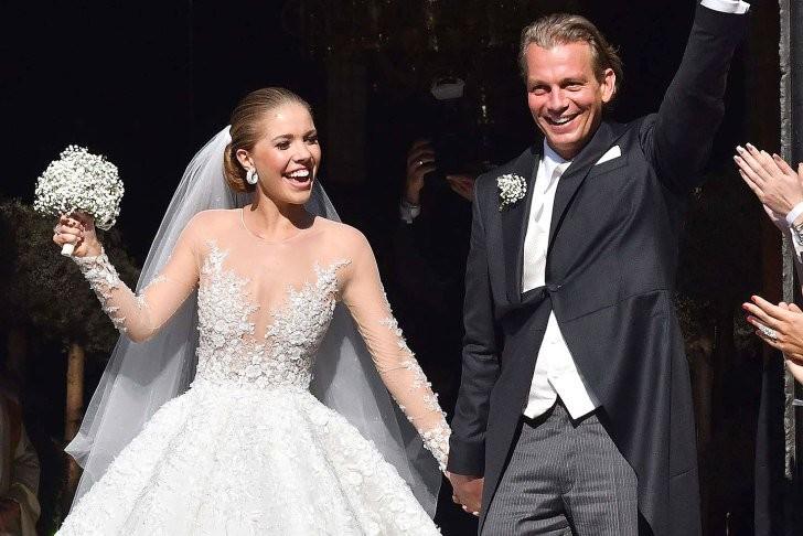 Наследница Swarovski вышла замуж в платье за миллион долларов