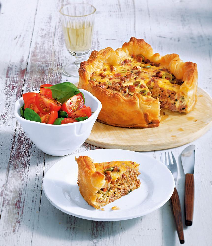 Закусочный пирог с рубленым мясом (фото)