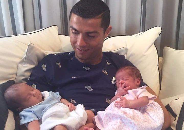 Роналду впервые показал своих близнецов (фото)