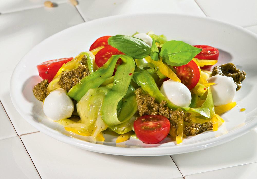 Салат из цукини с песто