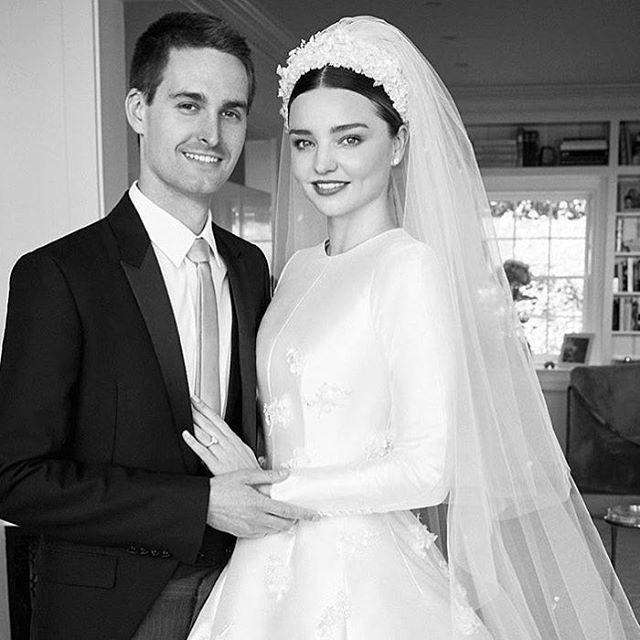 Миранда Керр показала первые фотографии со свадьбы с Эваном Шпигелем