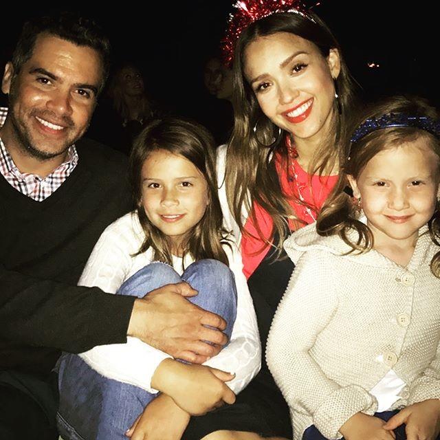 Джессика Альба в третий раз станет мамой