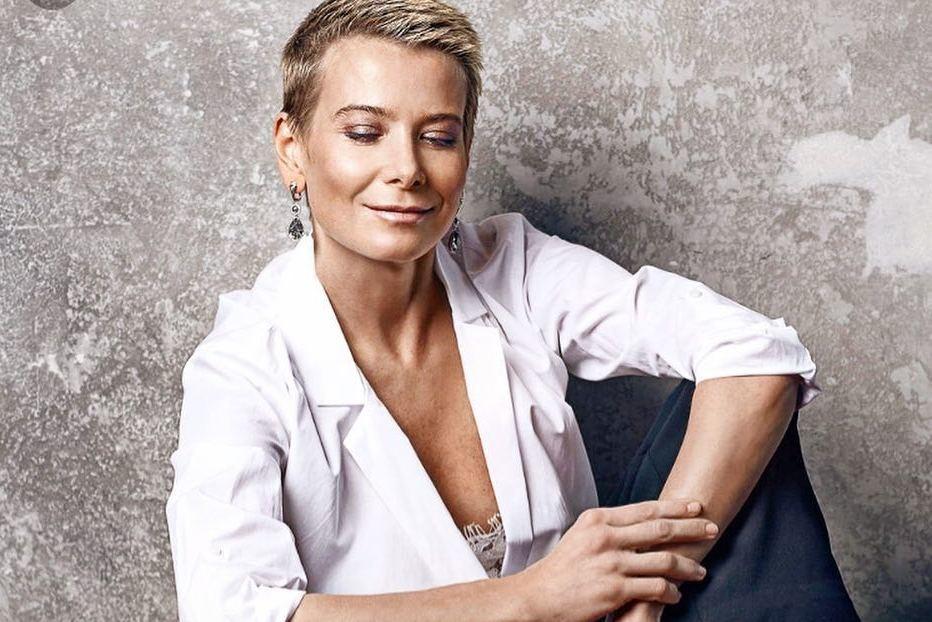 Юлия Высоцкая сделала смелую стрижку «под мальчика»