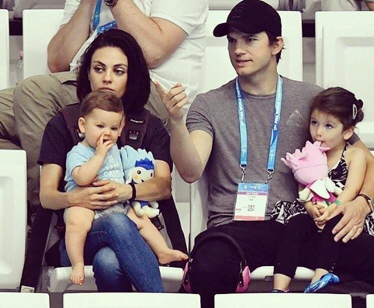 Новое фото Милы Кунис и Эштона Катчера с детьми взорвало сеть