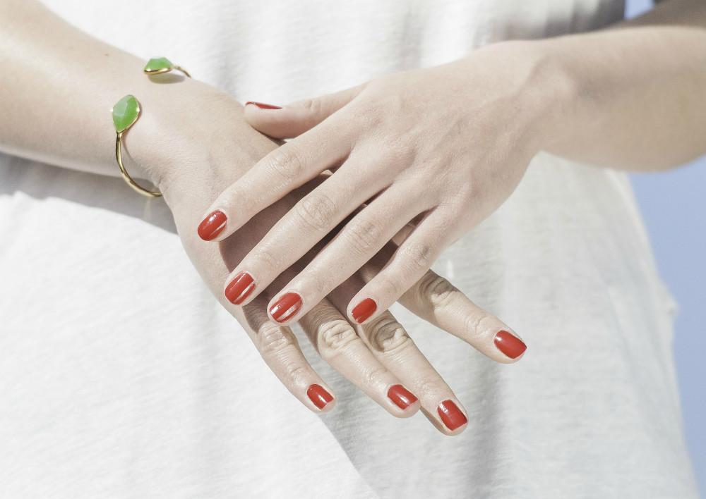 Укрепляем ломкие ногти: народные средства и салонные процедуры