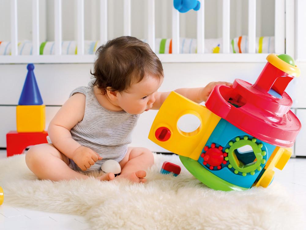 Как правильно выбрать первые игрушки для малыша