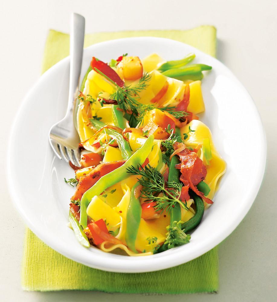 Теплый салат с тальятелле