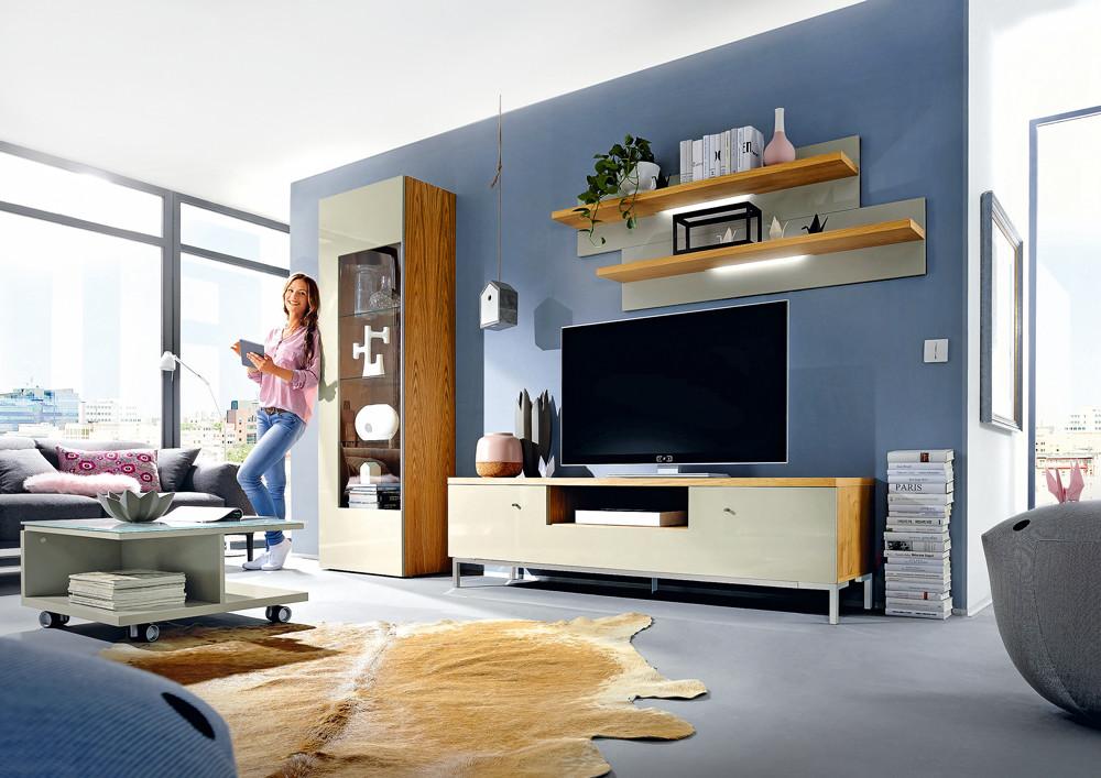 Стеклянные витрины в квартире: 7 вариантов с фото