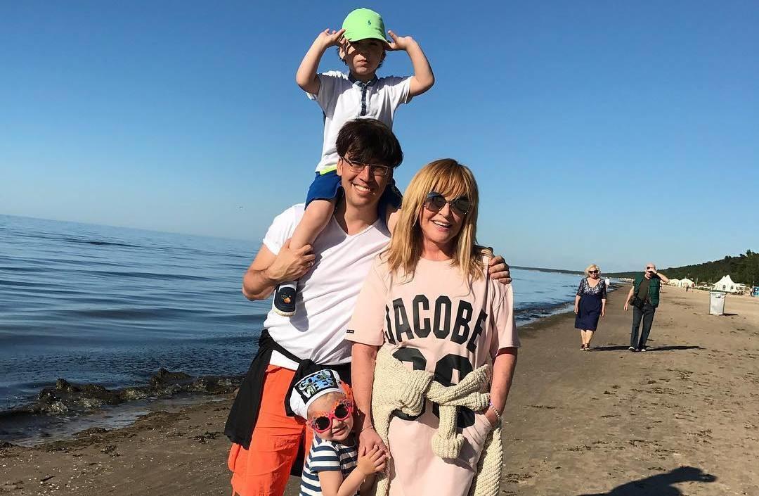 Максим Галкин показал забавное фото Аллы Пугачевой и дочери Лизы