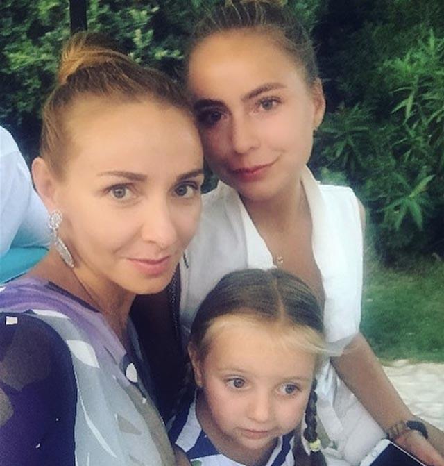 Татьяна Навка научила дочерей готовить итальянскую пасту