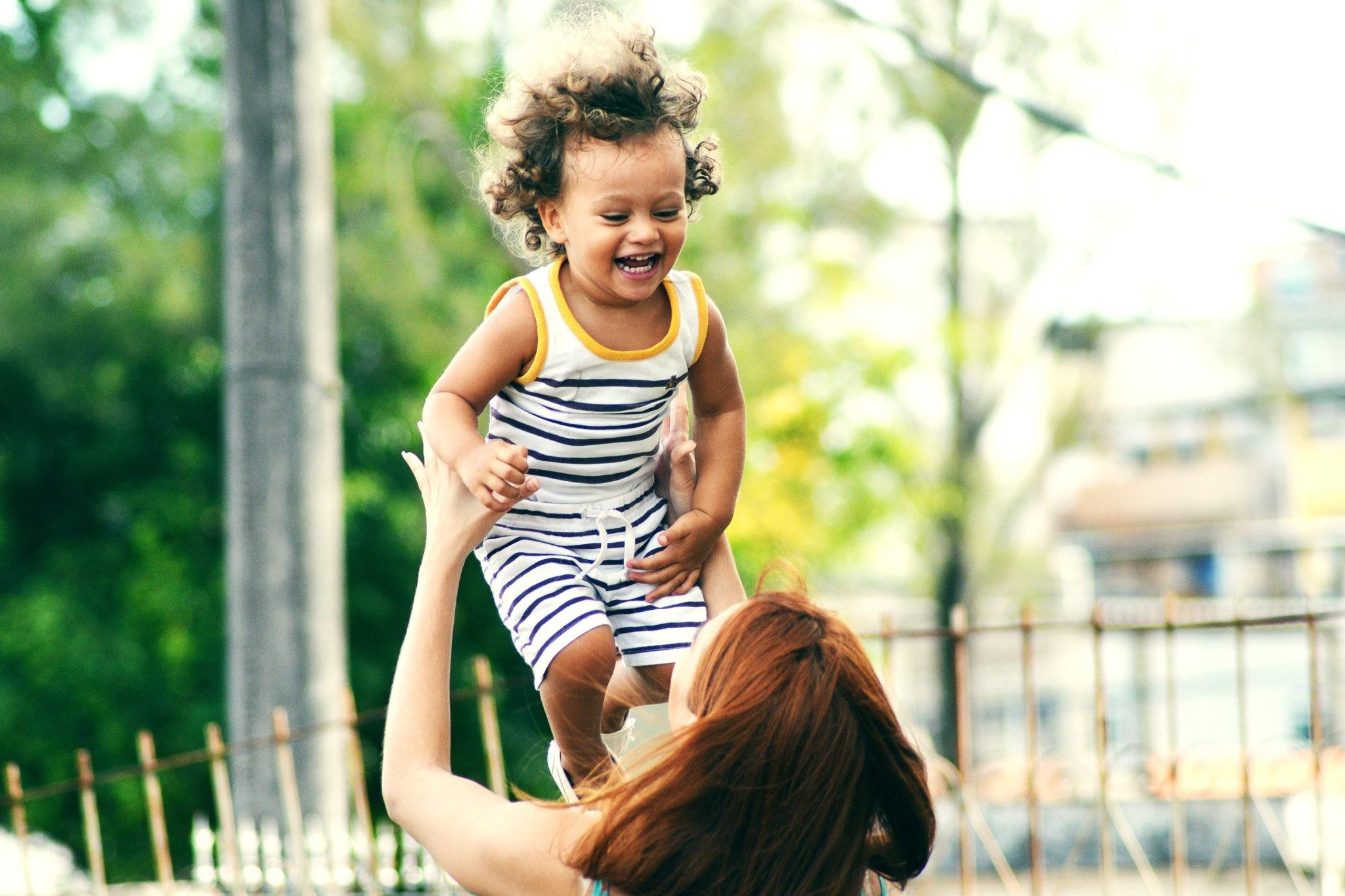 Превращаем прогулку с малышом в тренировку