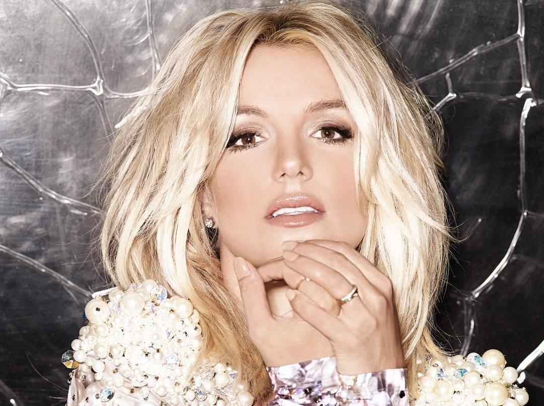 Бритни Спирс показала фото без макияжа