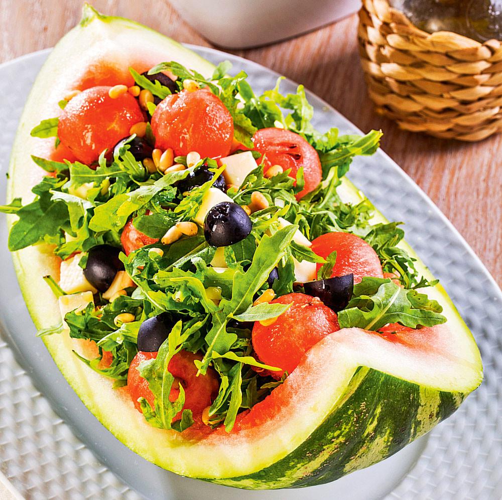 Салат с арбузом и сулугуни: пошаговый рецепт