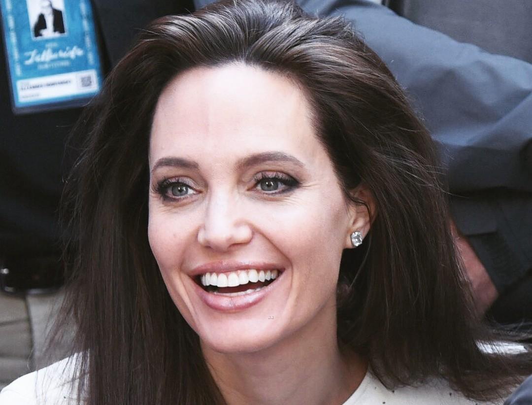 Анджелина Джоли рассказала новые подробности развода с Брэдом Питтом