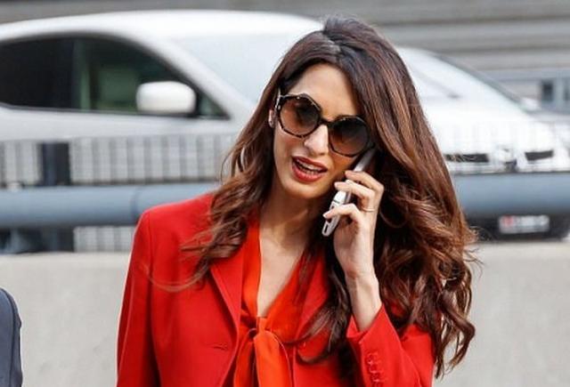 Амаль Клуни вернулась к работе спустя три месяца после родов