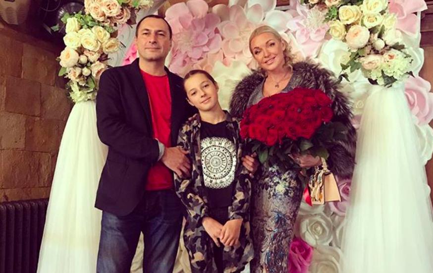 Бывший муж Анастасии Волочковой впервые за 6 лет приехал на день рождения дочери
