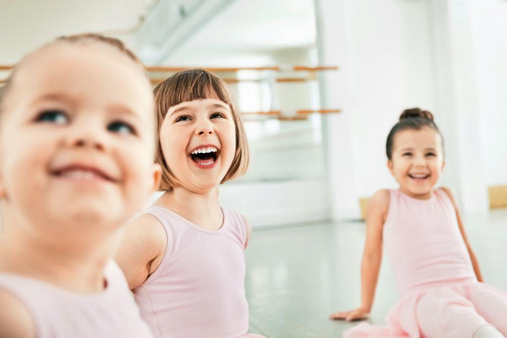 Как помочь ребенку влиться в новый коллектив