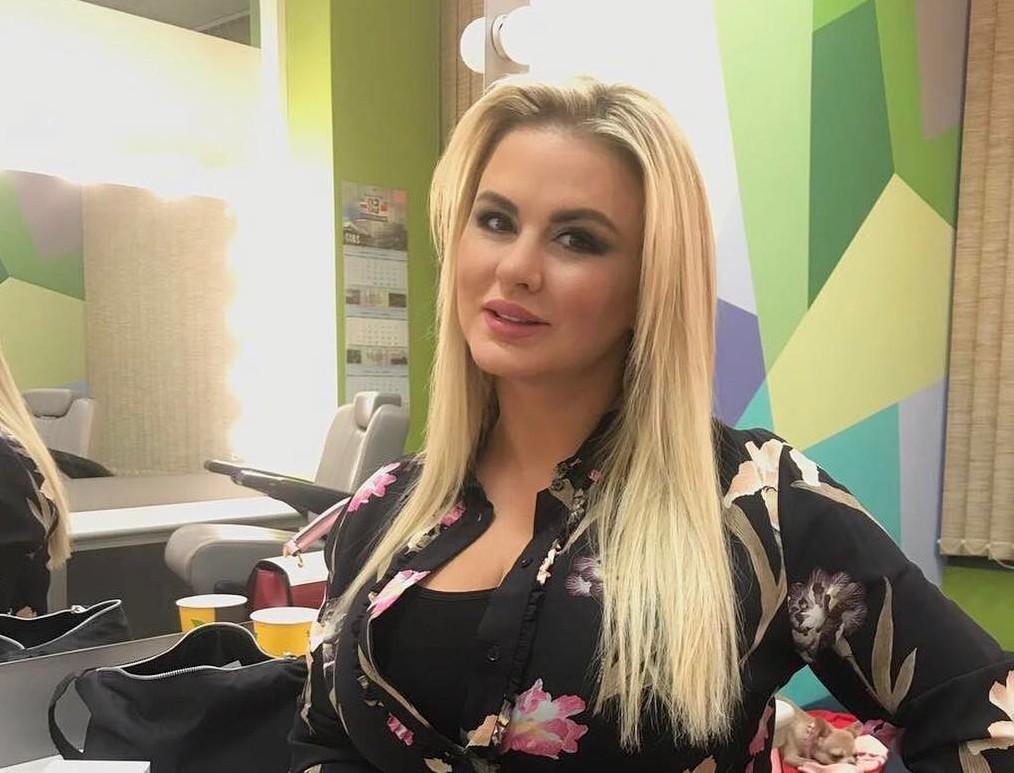 Анну Семенович раскритиковали за неудачный «фотошоп»
