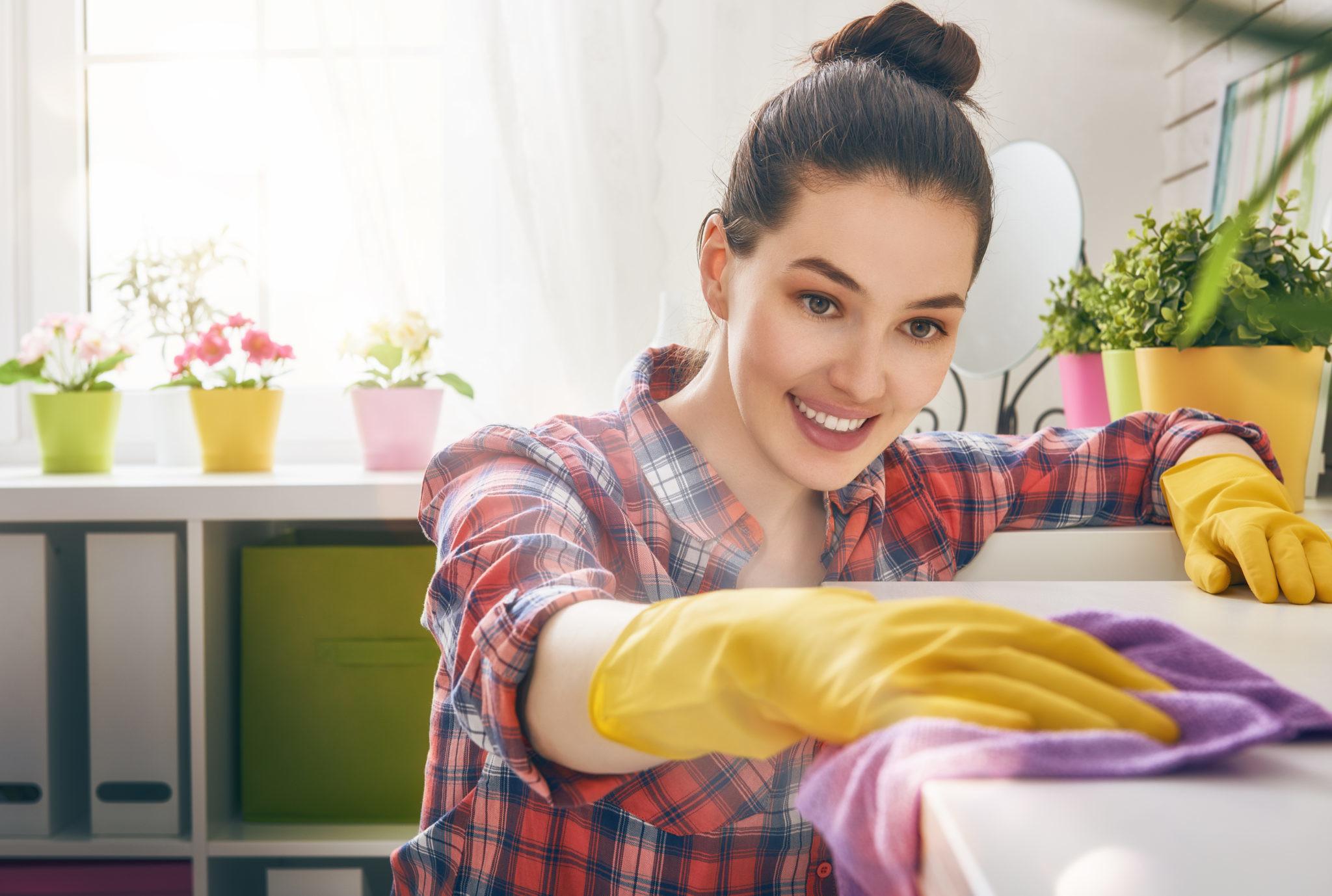 Убраться в квартире за 4 часа: лайфхаки от профессионалов