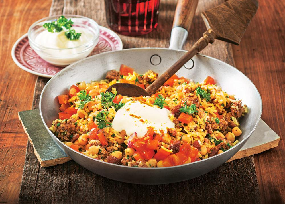 В восточном стиле: рис с мясом, изюмом и карри