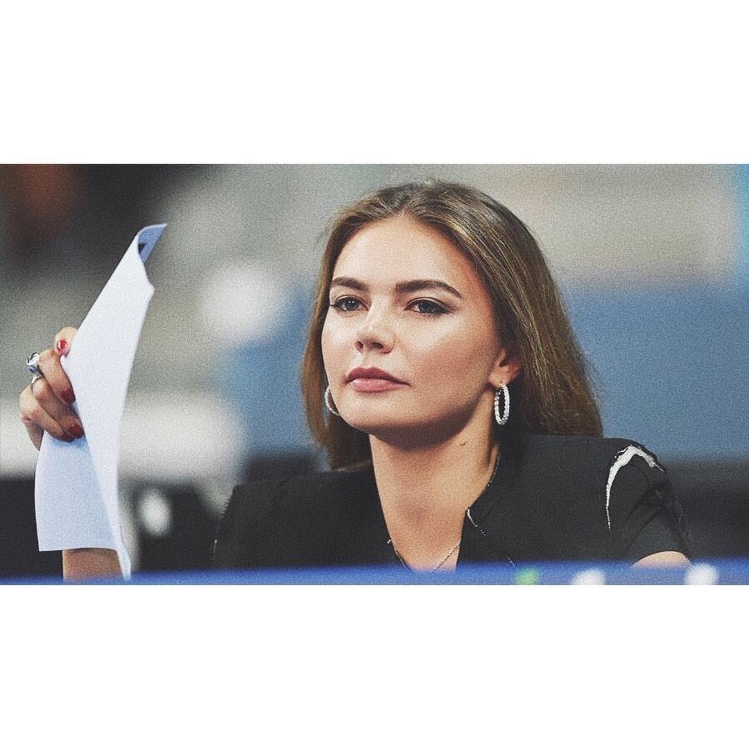 «Так вот чем она занималась!»: Алина Кабаева защитила научную диссертацию