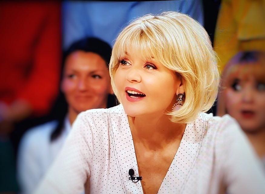Стоит взять на вооружение: Юлия Меньшова сделала удачную прическу и помолодела на 10 лет