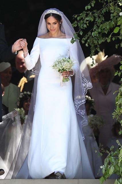 Свадьба года — бракосочетание Меган Маркл ипринца Гарри запомнилось нетолько свои размахом, но ибезупречным подвенечным нарядом невесты. Платье было скромным иэлегантным. Его дополнял...
