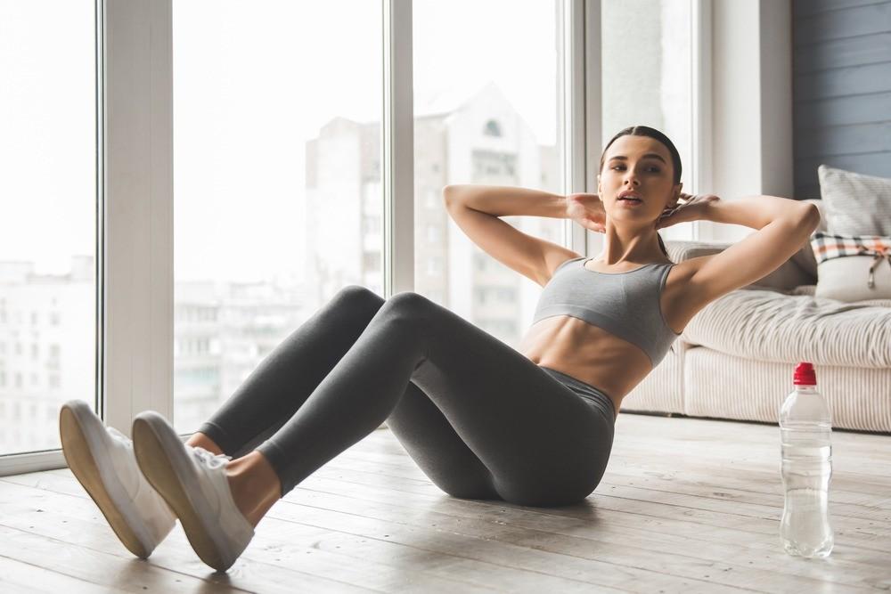 Фитнес дома: 7 непростительных ошибок, приводящих к травмам