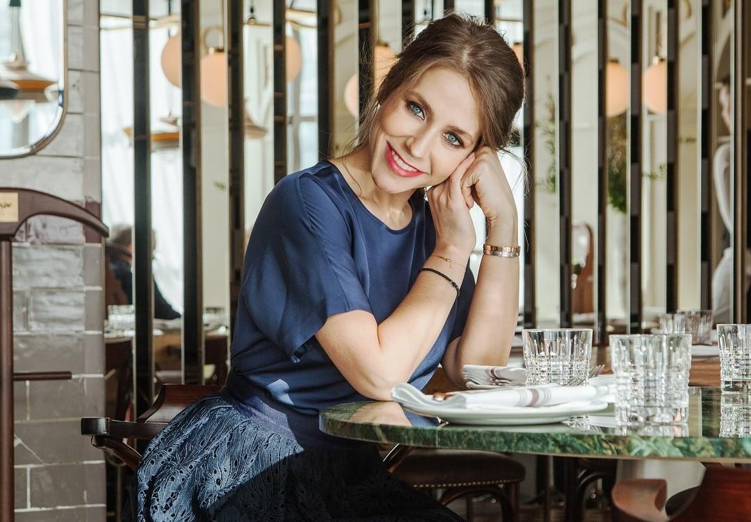 «Кто из вас младшая?»: Юлия Барановская показала красавицу-сестру