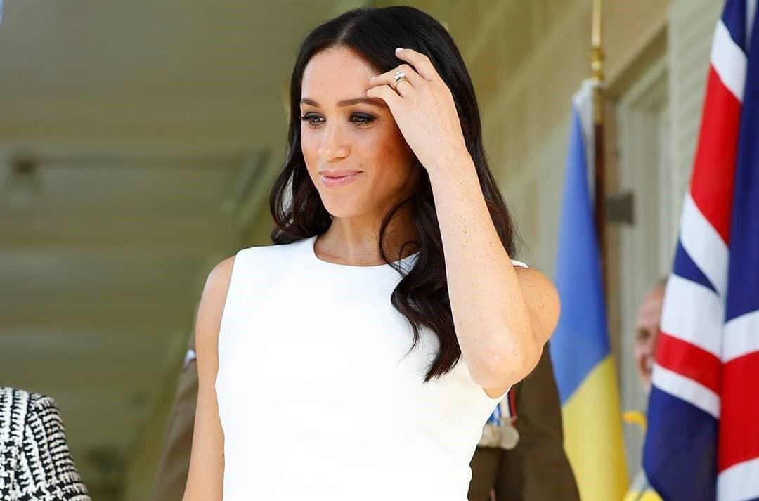 Австралийская командировка: беременная Меган Маркл надела платье как у принцессы Дианы и покорила местных жителей
