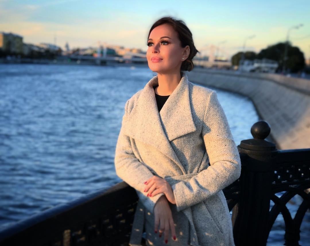 Ирина Безрукова показала пальто идеального кроя для женщин после 50 лет