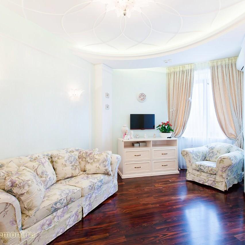 Это и не современный диван с правильными формами, и не классический диван с округлыми формами. Это пухленькое мягонькое нечто, которое поселилось в наших гостинных и не планирует оттуда в...