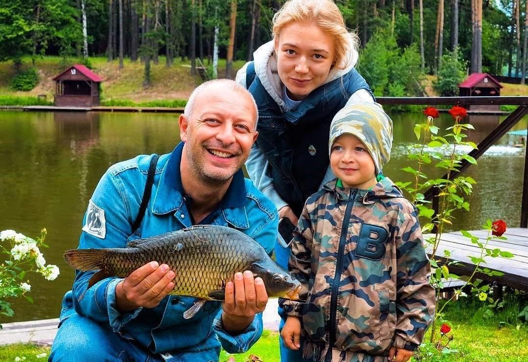 Строгая мама: Оксана Акиньшина рассказала о принципах воспитания сыновей