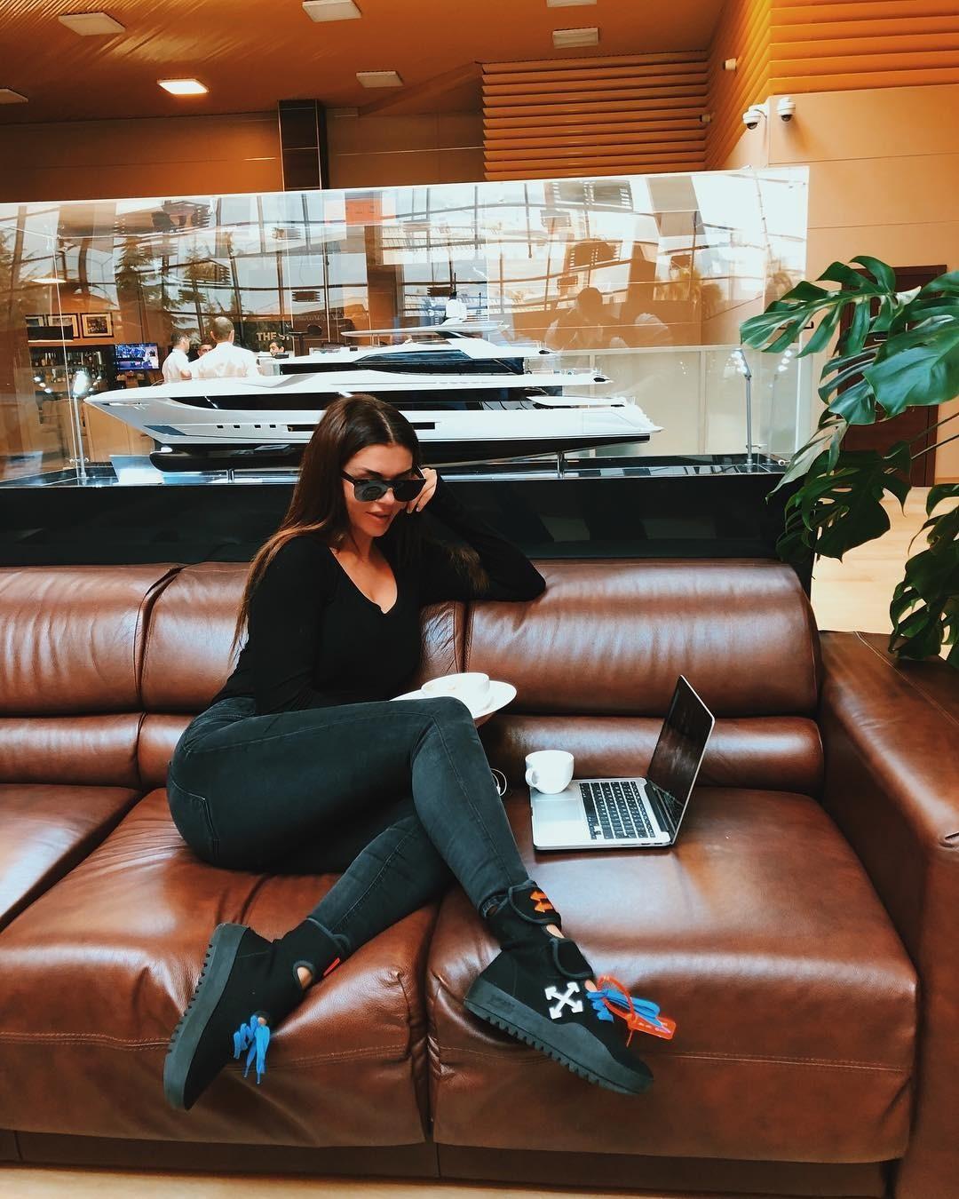 Седокова также попросила поклонниц поделиться своими проверенными диетами, а также поинтересовалась, можно ли худеющим пить кофе. Поклонники поддержали артистку иответили навсе интересу...