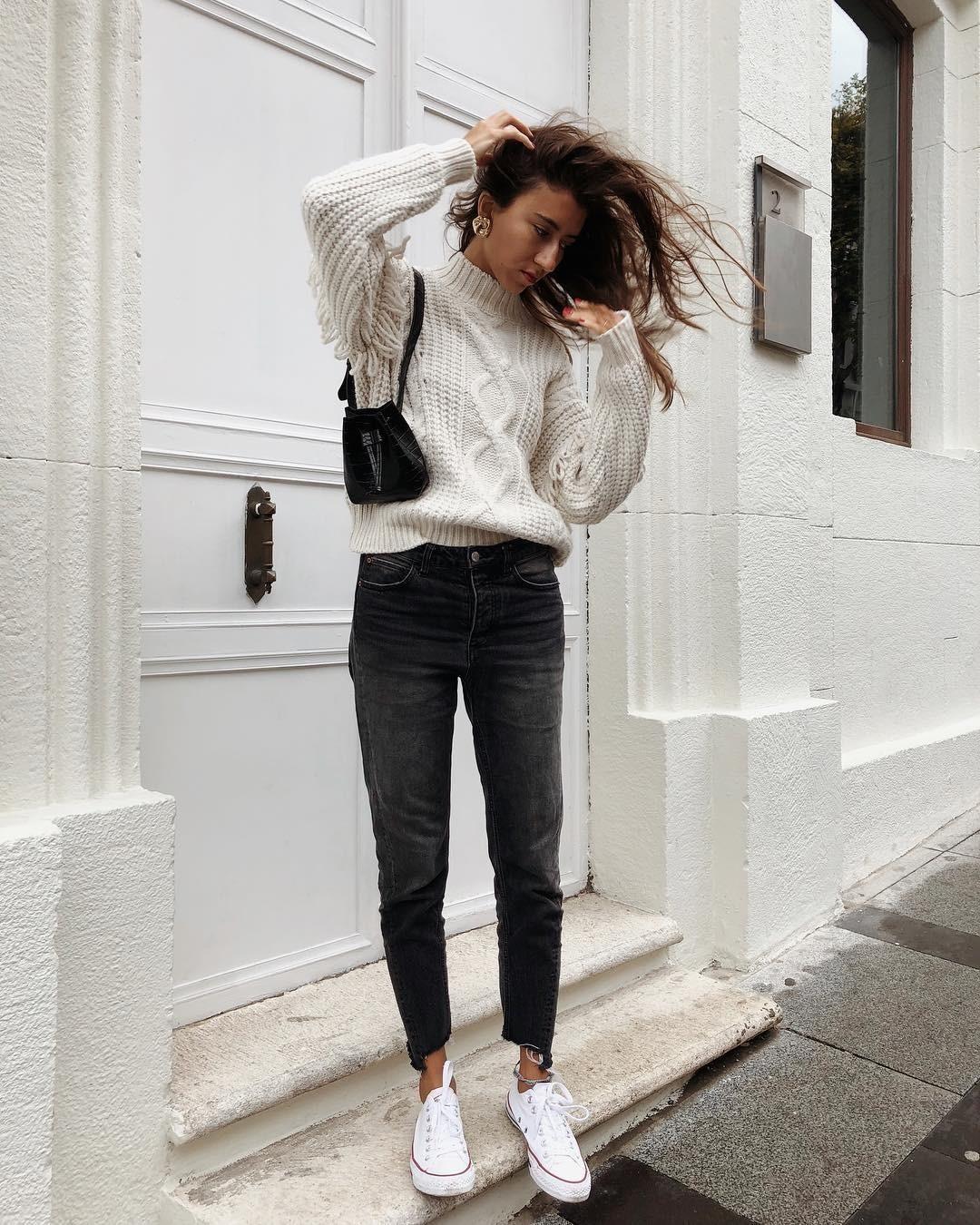Объемный свитер крупной вязки - одна изсамых практичных вещей гардероба, которая смотрится буквально намиллион! Вещь крупной вязки выглядит более фактурно, интересно идорого, а вэтом...
